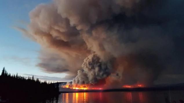 BC省山火恶化烟雾笼罩 优发国际派军队增援灭火