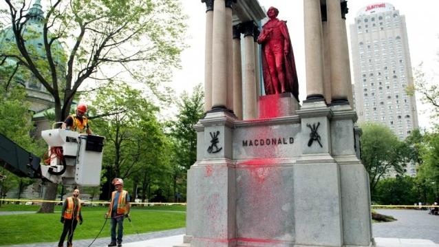 向加拿大国父雕像喷漆 这些左翼分子想做什么