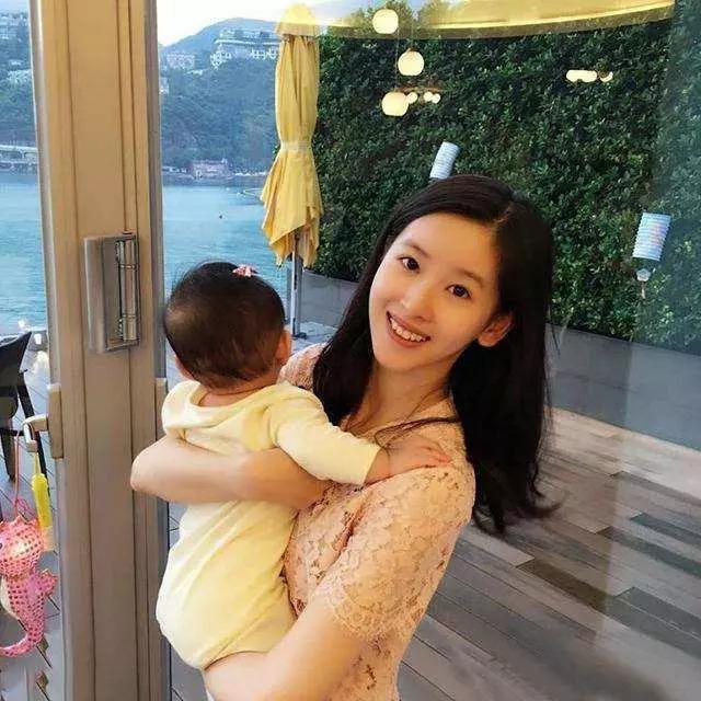 奶茶妹妹手握三套豪宅 不怕刘强东变心