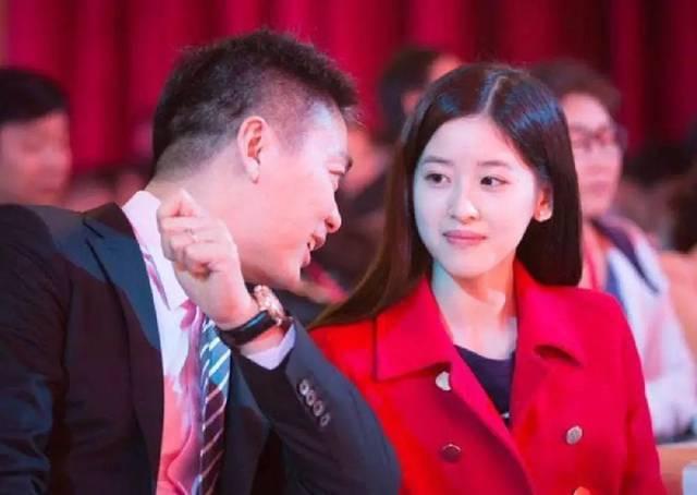 刘强东儿子长相遭争议 章泽天竟还待他如宝