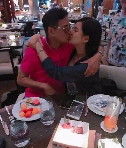 他与16岁女儿约会牵手还kiss  引圈中轩然大波