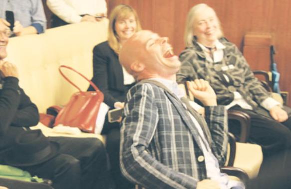 温市候选人获知自己排第一 参选者兴奋欢呼
