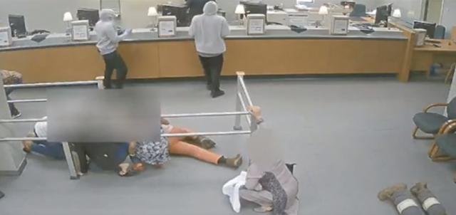 抢劫银行 涉嫌枪击 悬赏1万搜捕两名嫌疑人