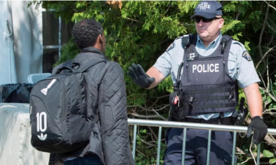"""移民部用""""非常规""""取代""""非法""""称呼越境者"""