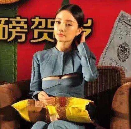 """李小璐穿""""哺乳衣""""出活动 网友:低调点吧"""