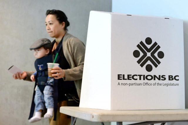 温哥华市选提前投票第一天结束 市选入最后阶段