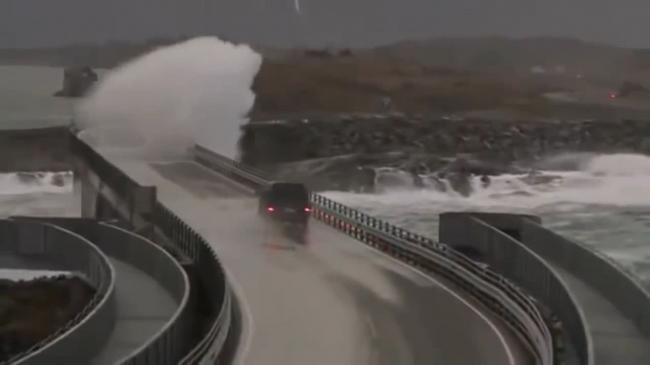 全球最危险的公路 只有一路狂飙才能活命