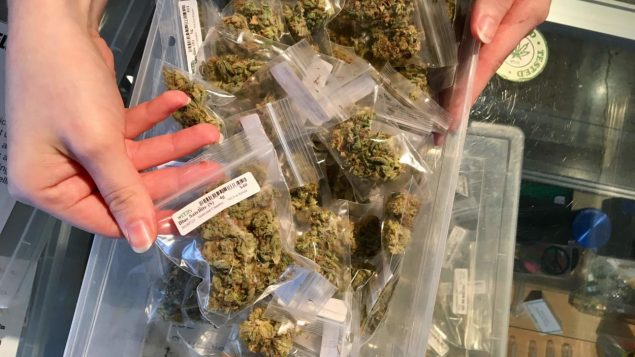 comptoirs-cannabis-vancouver-tourisme-marijuana-635x357.jpg