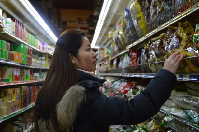 贸战中国食品普涨 华人吃不消 明年恐上调25%
