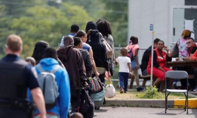 怕了川普 美国人排队到加拿大避难来了
