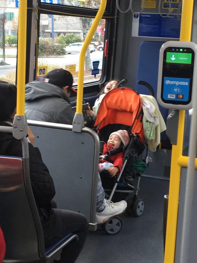 图四:公交前部的优先座位.jpg