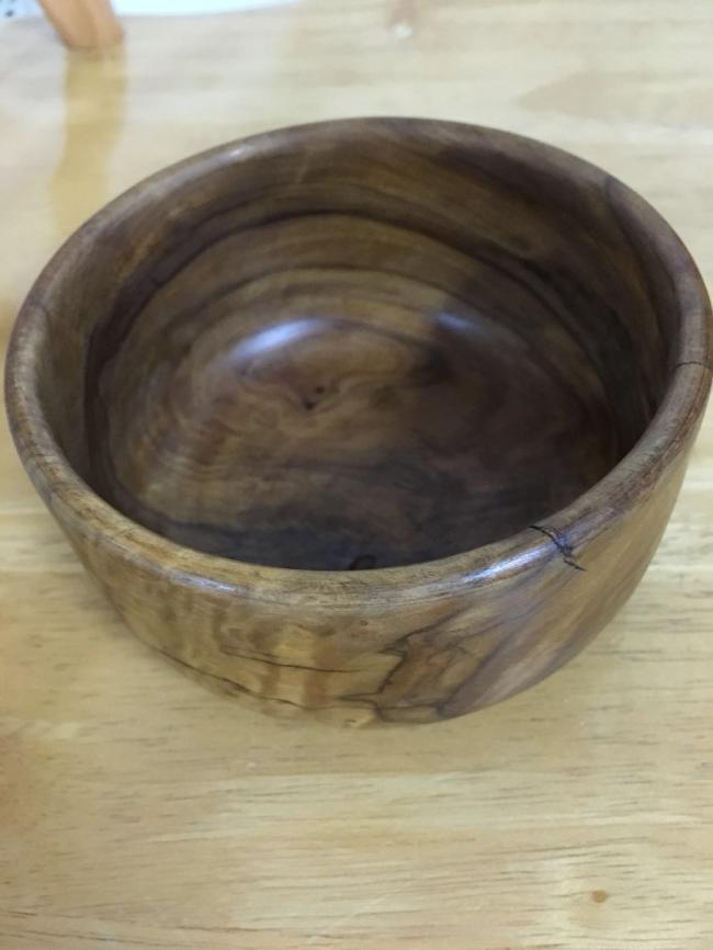 图六:来自西班牙的橄榄木碗,有着天然美丽的花纹.jpg