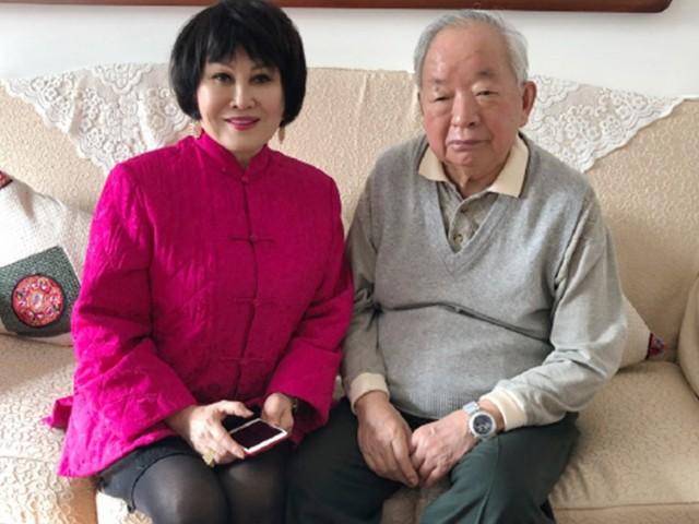 中国前副总理田纪云罕见亮相 与美女靳羽西合影