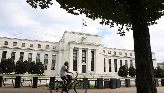 全球金融动荡 美联储明年加息预期下降