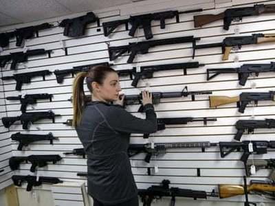 一年4万人!美国枪支死亡率至20多年来最高值