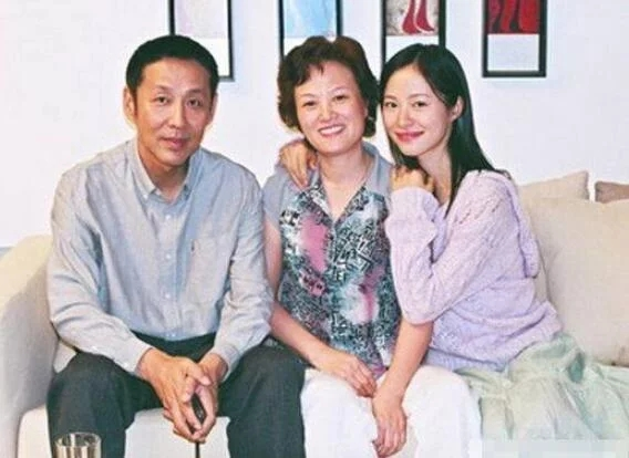 63岁陈道明升级当外公 没想到他女儿这么美