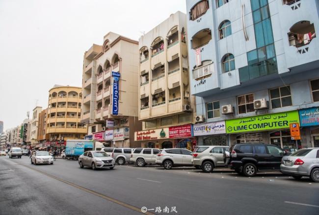实拍迪拜街景 看起来就像中国三线县城