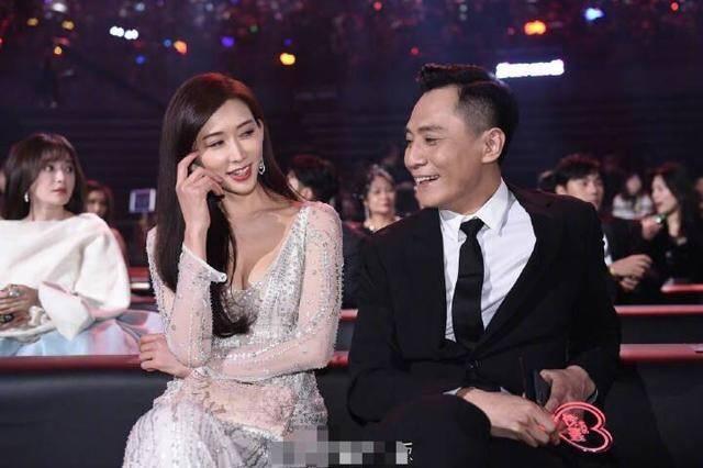 """45岁林志玲似少女 还和刘烨上演亲密""""捧脸杀"""""""