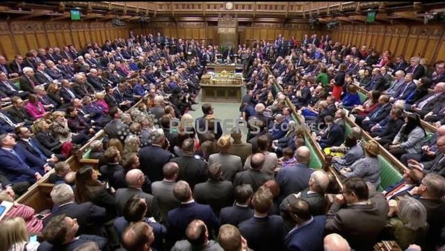 """英国议会下院以压倒性票数否决""""脱欧""""协议"""