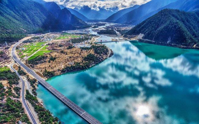 中国最美自驾游高速:耗资380亿 中途可以停留