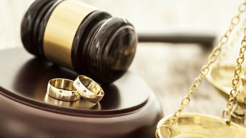 富豪离婚 妻平分8000万豪宅 还要1300万分手费