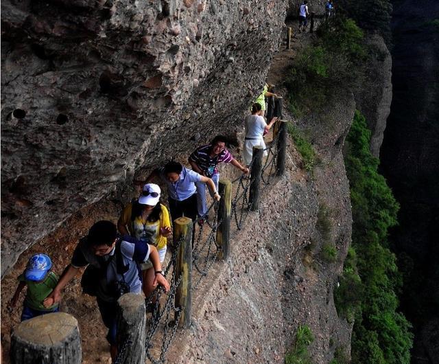 中国第一险道:离地500米 窄处仅15厘米