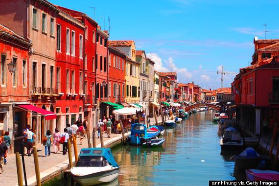 威尼斯像迷宫一样的岛 却是斑斓的彩色天堂