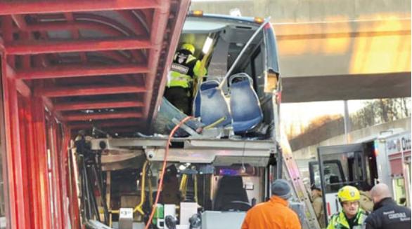 渥太华两宗巴士事故属同一款 无巴士外壳复制品