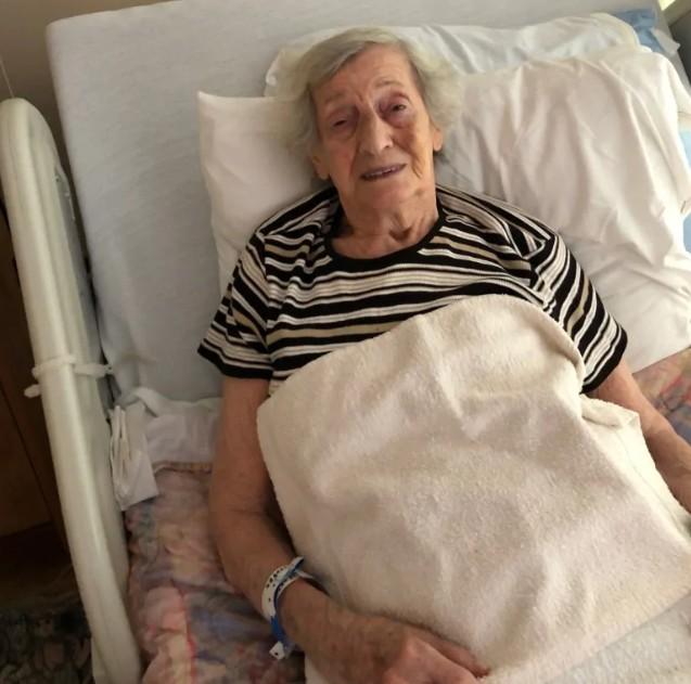 92岁老妇乘公交被打:智障打人者不会被诉