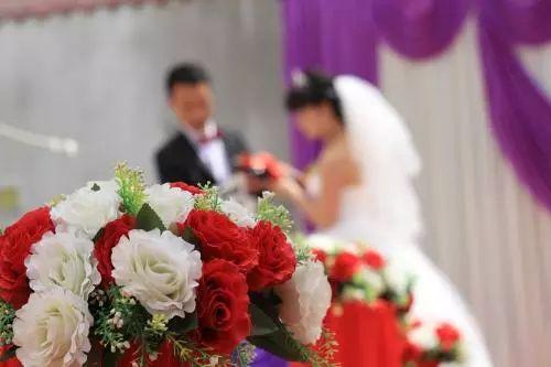 25岁空姐与亿万家产富二代结婚不领证
