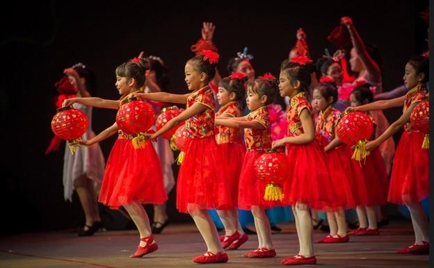 开场舞:中国红2.jpg