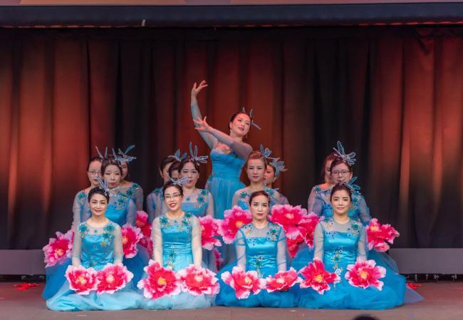 开场舞:中国红.jpg