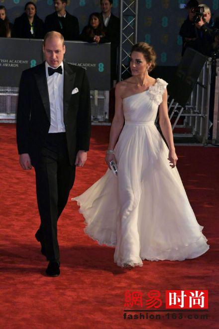凯特王妃穿白裙走红毯气质不输一线女星