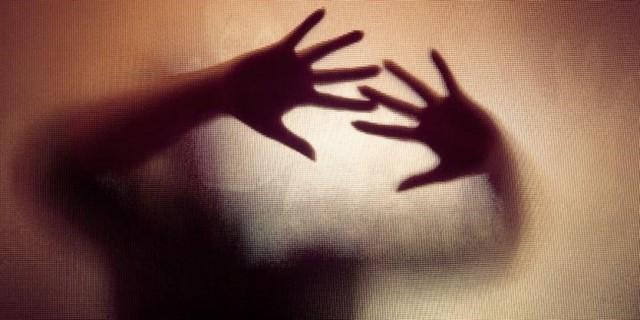 亚裔色狼老师干龌龊事判5年:170人受害