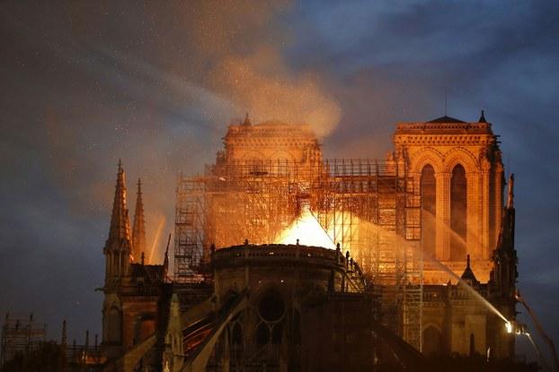巴黎圣母院大火引�l�χ��仇恨教育的反思