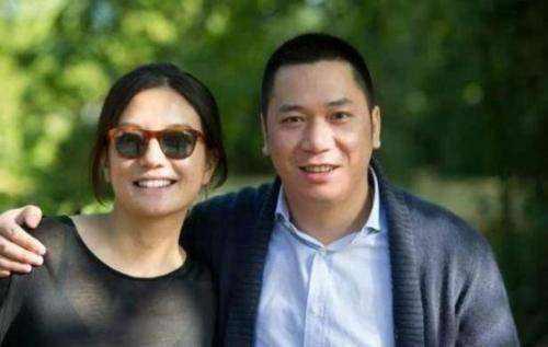 赵薇被禁入市一年被告500次 老公曾发微博讨债