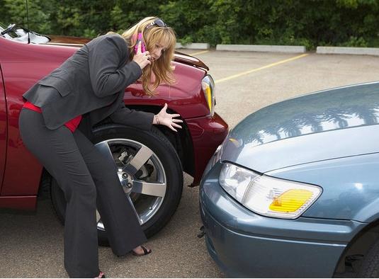 开车遇碰瓷 华人女孩被索要20000维修费