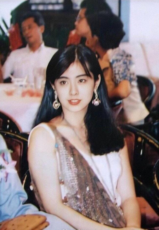 王祖贤早年旧照变高清 网友:仙女下凡辛苦了