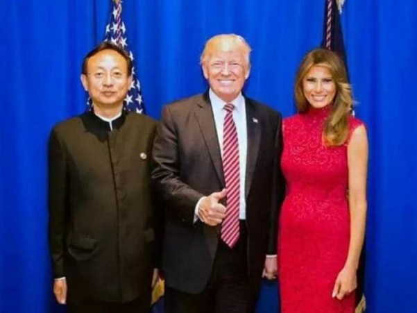 赵雨思父亲发声明 与川普夫妇合影流出