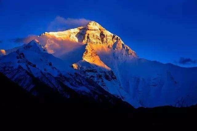 珠穆朗玛峰一半在中国一半在尼泊尔
