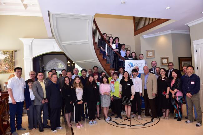 鼓掌!袁薇和华裔企业家为列治文社区基金会筹款