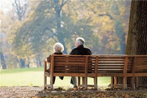 加拿大独居老人活不起:老伴去世后养老金骤减