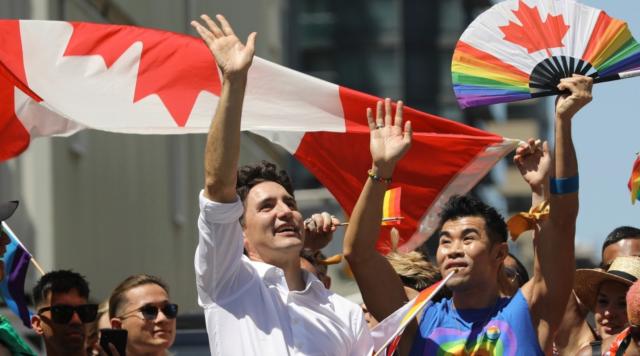 多伦多同性恋大游行震撼登场!小杜呐喊助威