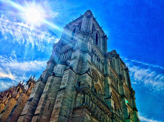 巴黎圣母院:去年和今年夏天