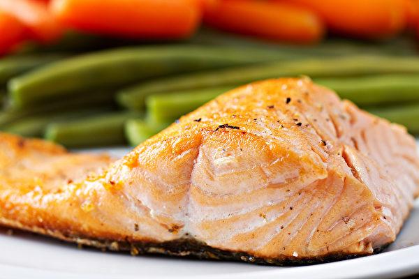 salmon-fatty-fish-omega-3_281844572-600x400.jpg