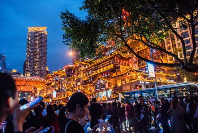 重庆第一网红景点 原本只是普通商业区