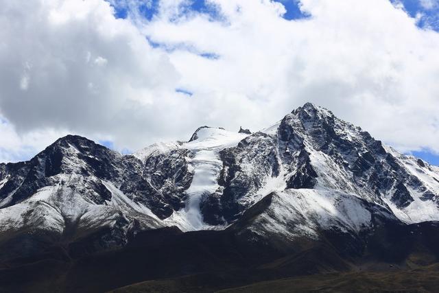 细数西藏那些伸手就能摸到得冰川