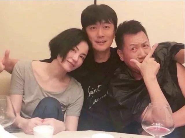 谢霆锋缺席王菲生日宴 却与友人在上海深夜聚餐