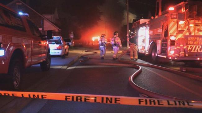 �K烈!女司�C�_�撞房屋致燃�獗�炸 7��房屋被��