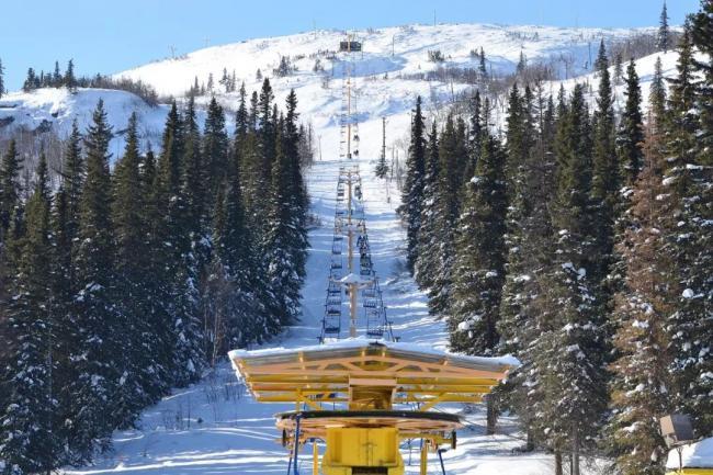 在加拿大这个地方 *37万就可以买下一整座雪山